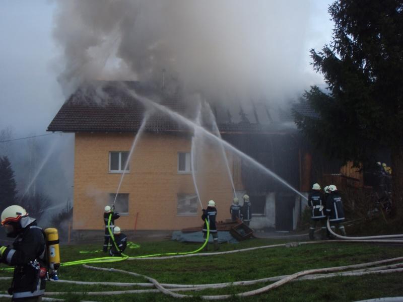 Einsatz 13.12.2014 - Brand Baldauf - Feuerwehr Langen (1)