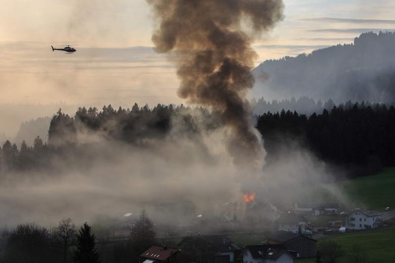Einsatz 13.12.2014 - Brand Baldauf HR (14)