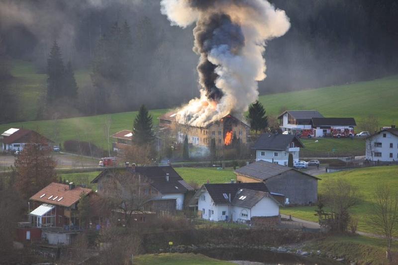 Einsatz 13.12.2014 - Brand Baldauf HR (2)