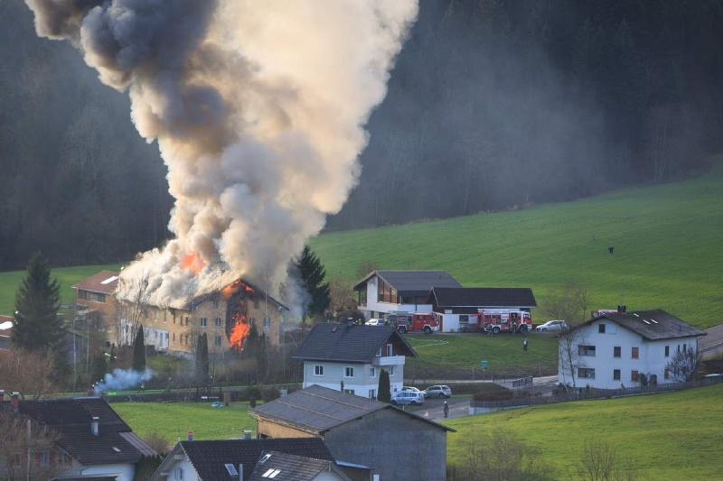 Einsatz 13.12.2014 - Brand Baldauf HR (4)
