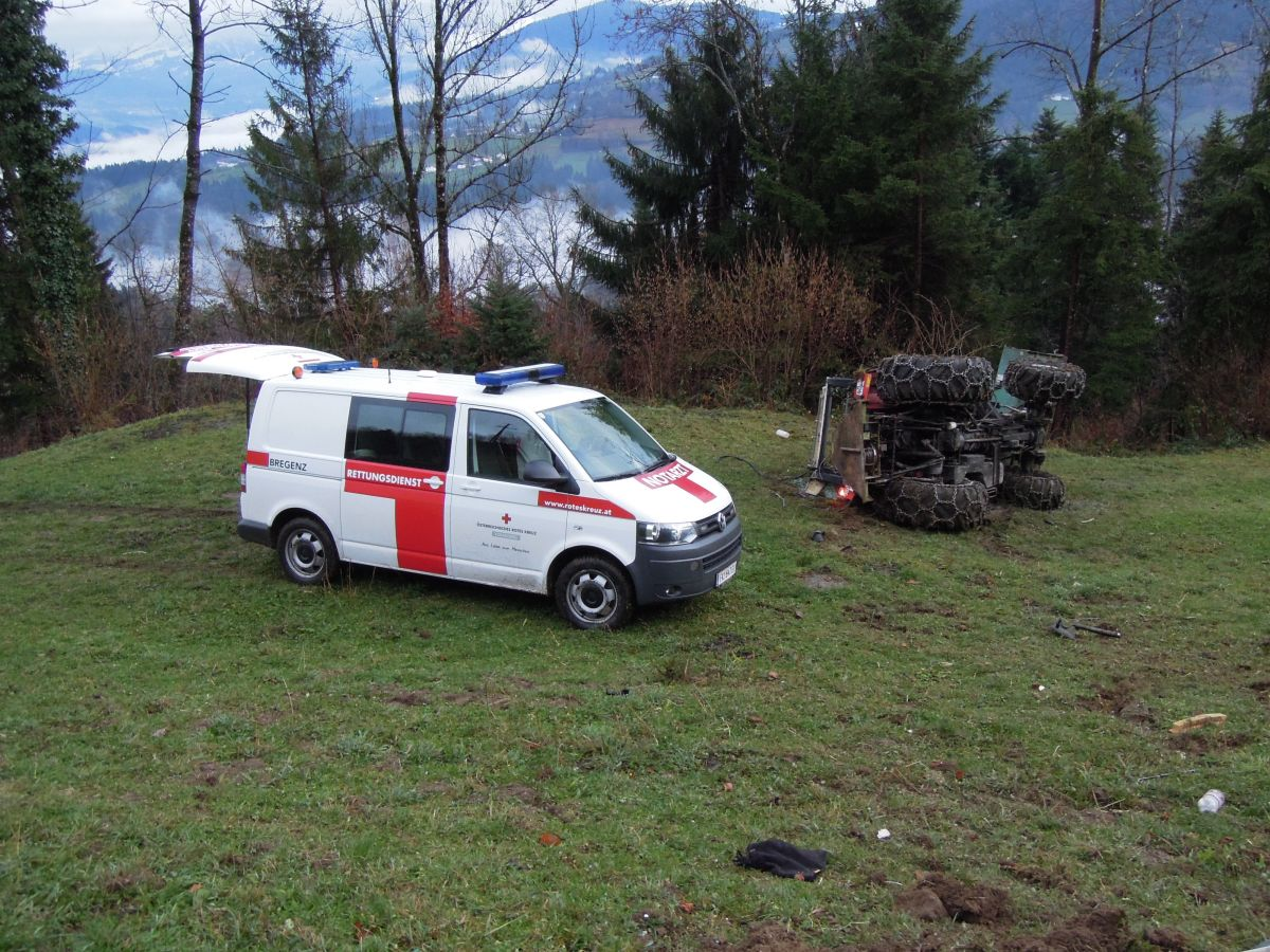 Einsatz 09.12.2015 - Traktorunfall (1)-klein