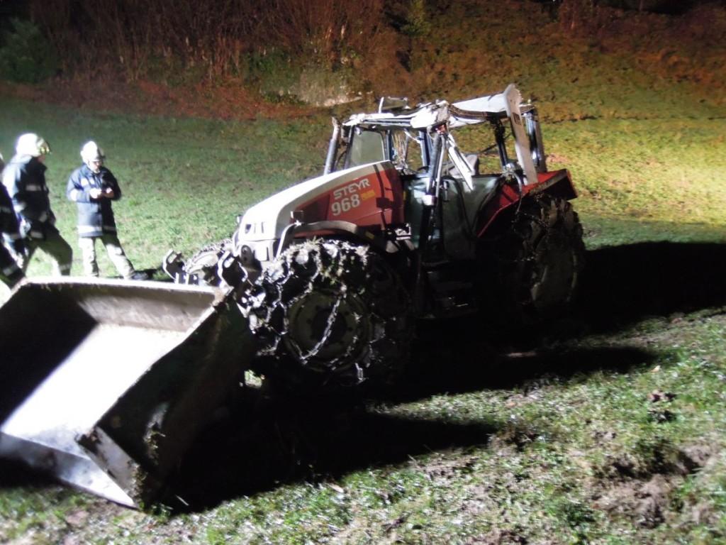 Einsatz 09.12.2015 - Traktorunfall (14)-klein